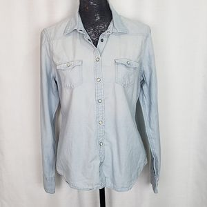 American Eagle Pearl Snap Chambray Button Up Large